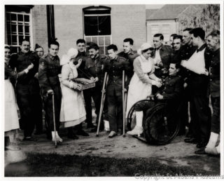 Hill End Nurses with Wounded Soldiers | St Albans Museums